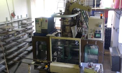 Lisovna je místo, kde vznikají listy pádel z HDPE.